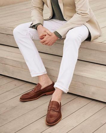 Man wearing summer pants