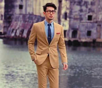 Man in beige J.Crew chino summer suit
